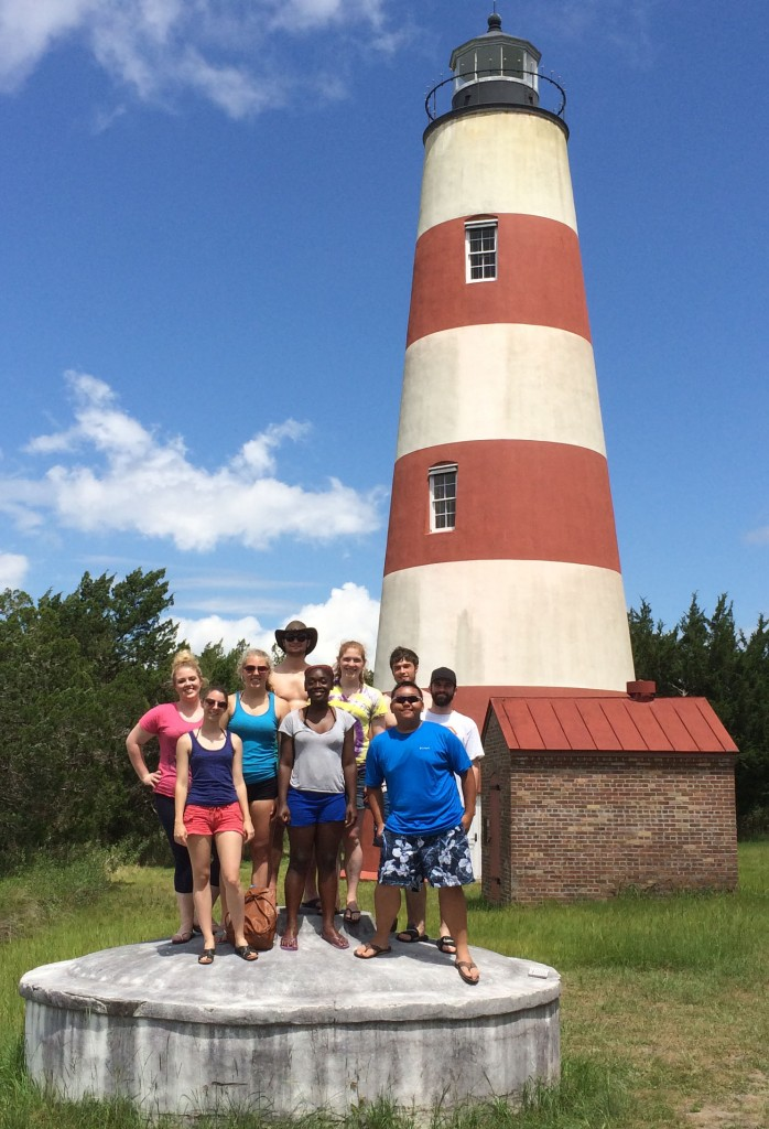 REU group at Sapelo lighthouse cropped